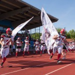 Einlauf Marburg Mercenaries. Links Quarterback Bastian Berghaus (Foto: Michael Hahn)