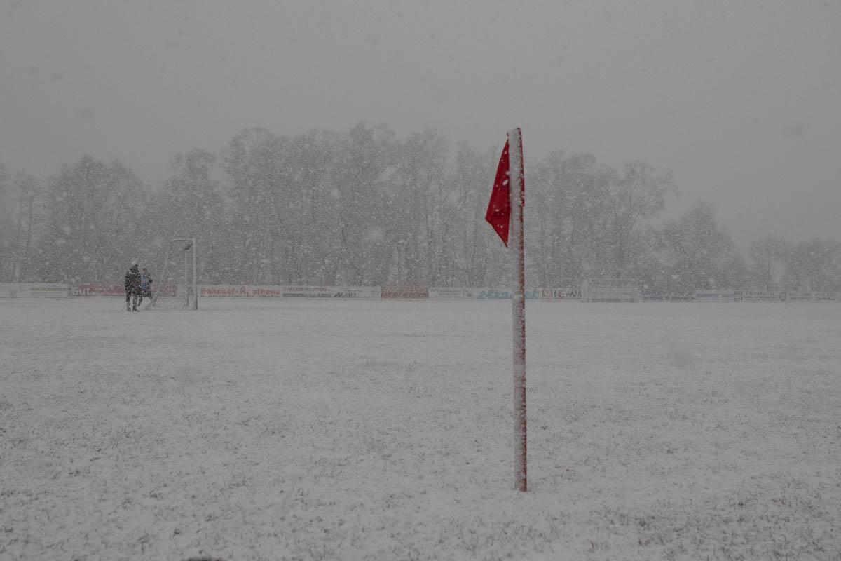 Sportplatz Buchenau im Schnee (Foto: Michael Hahn)