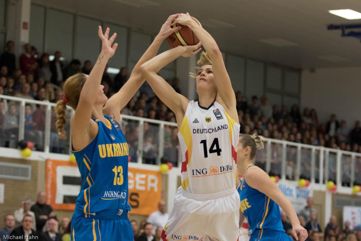 Sonja Grainacher (DU, re) gegen Olesia Malashenko (UKR)(Foto: Michael Hahn)