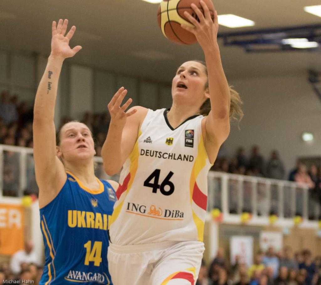 Romy Bär (DEU, re) vor Alina Iagupova (UKR)(Foto: Michael Hahn)