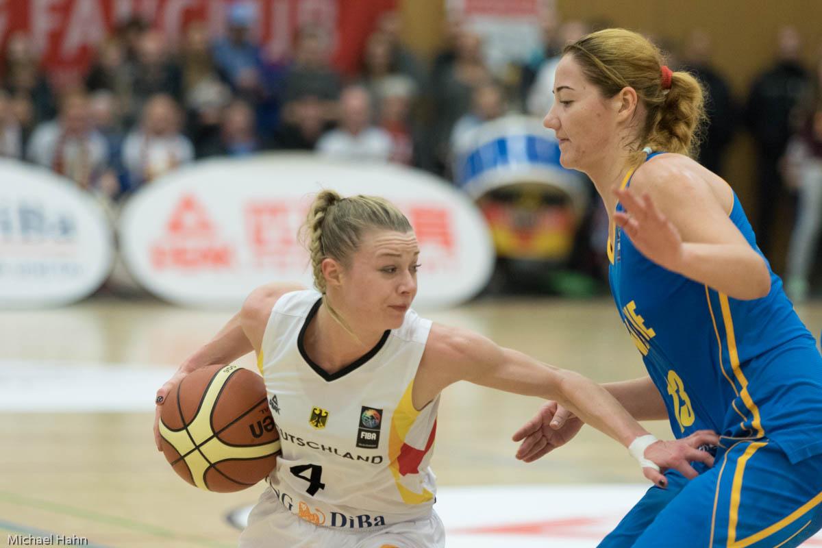 Lea Mersch (DEU, li) gegen Olesia Malashenko (UKR)(Foto: Michael Hahn)