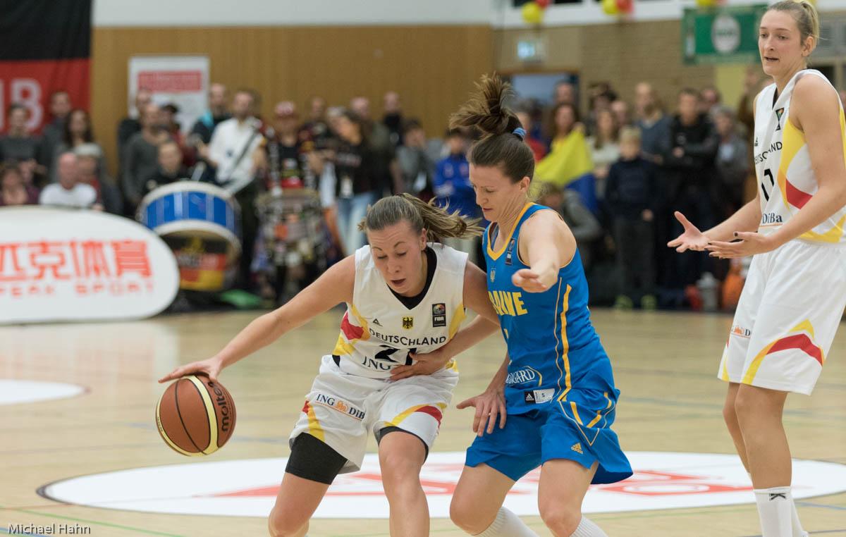 Svenja Brunckhorst (DEU, li) gegen Olesia Malashenko (UKR)(Foto: Michael Hahn)