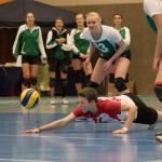Mayla Autzen (Wetter, mi) erreicht den Ball nicht mehr